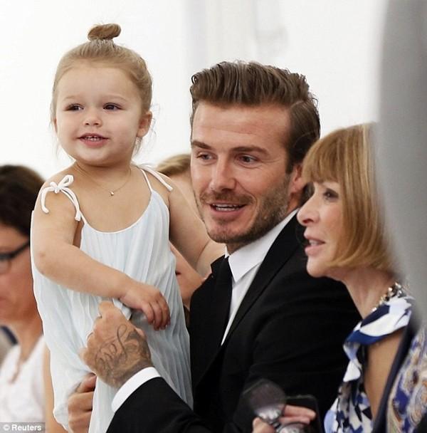 Những hình ảnh siêu dễ thương của bé Harper Seven Beckham 2