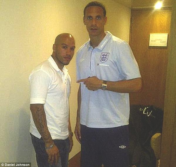 """Gặp anh chàng thợ cắt tóc """"ruột"""" của Gareth Bale, Rooney và Balotelli 5"""