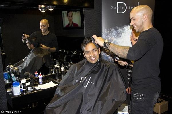 """Gặp anh chàng thợ cắt tóc """"ruột"""" của Gareth Bale, Rooney và Balotelli 8"""