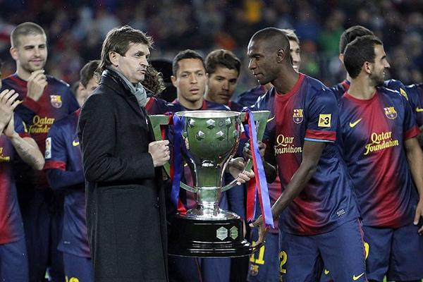 Fan Barcelona nhuộm vàng sân Nou Camp để tri ân Tito Vilanova 2
