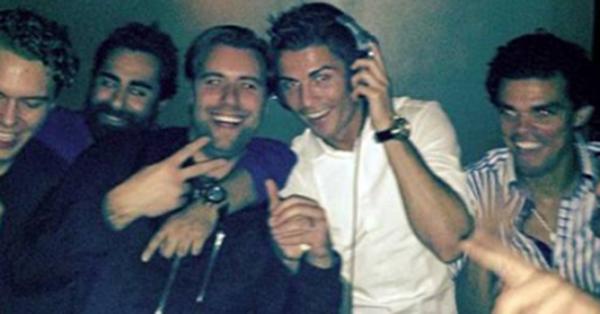 Tức giận vì bị bám đuôi, Ronaldo chửi thề trước các phóng viên 1