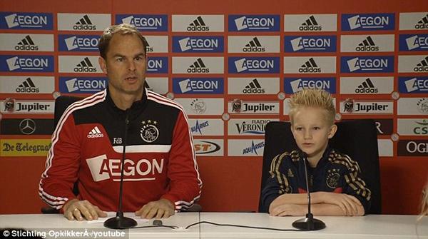 Cảm động: Clip cậu bé mắc bệnh hiểm nghèo được thực hiện ước mơ thi đấu cho Ajax 3