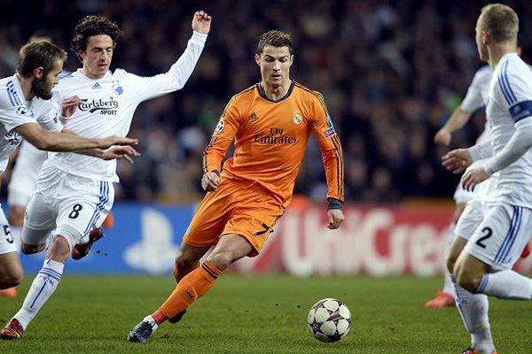 """Ronaldo vượt qua Messi để giành danh hiệu """"Cầu thủ của năm"""" 1"""