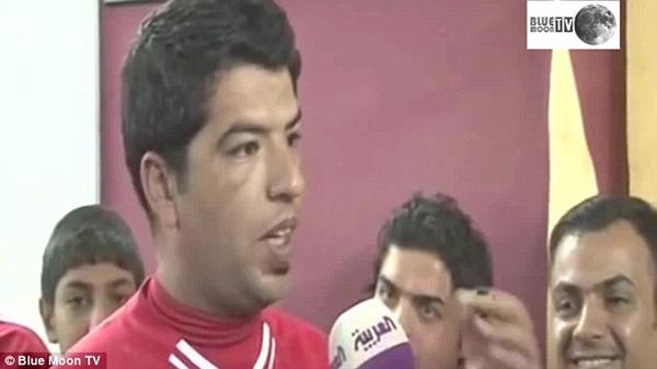 """Ngỡ ngàng với fan Liverpool giống """"y đúc"""" Suarez 3"""