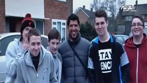 """Ngỡ ngàng với fan Liverpool giống """"y đúc"""" Suarez 2"""