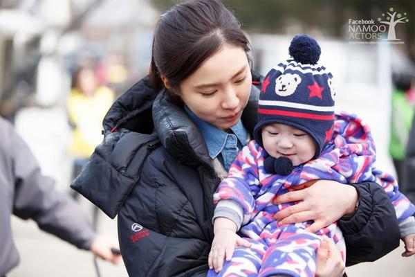 Lơ trai đẹp, Shin Se Kyung chỉ mê trẻ con 1