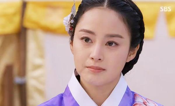 """Phong thái hoàng gia của """"Vương hậu"""" Kim Tae Hee 4"""