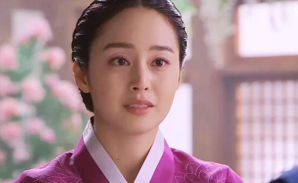 """Phong thái hoàng gia của """"Vương hậu"""" Kim Tae Hee 5"""
