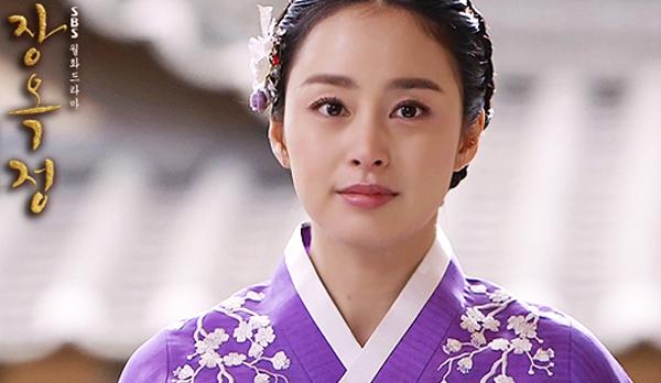 """Phong thái hoàng gia của """"Vương hậu"""" Kim Tae Hee 6"""