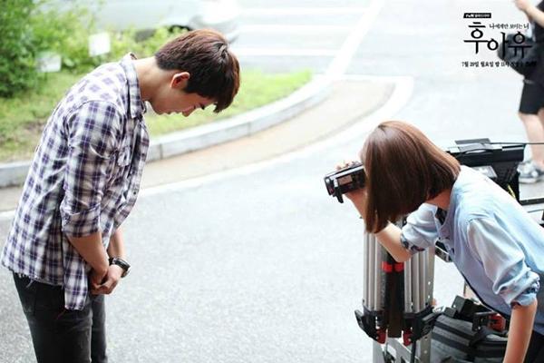 """Taecyeon (2PM) đọ tài bắn súng cùng """"tình địch"""" 3"""
