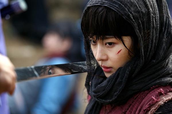 Ha Ji Won thương tích đầy mình vì làm Hoàng hậu 1