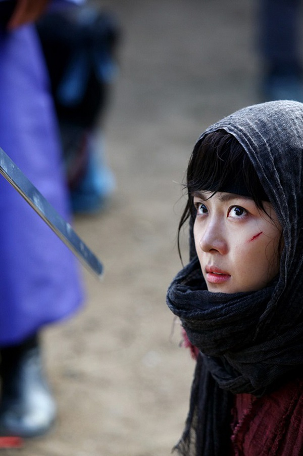 Ha Ji Won thương tích đầy mình vì làm Hoàng hậu 2
