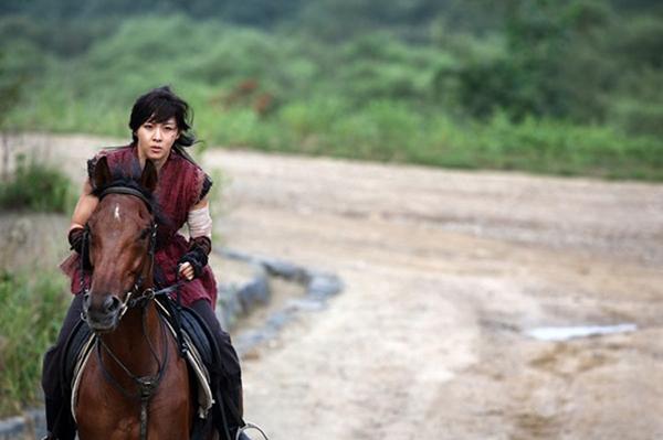 Ha Ji Won thương tích đầy mình vì làm Hoàng hậu 3