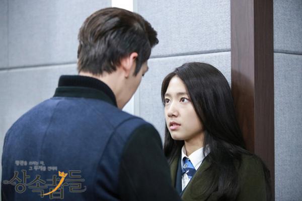 Kim Tan phát điên nhìn cảnh tình địch khống chế người yêu  5