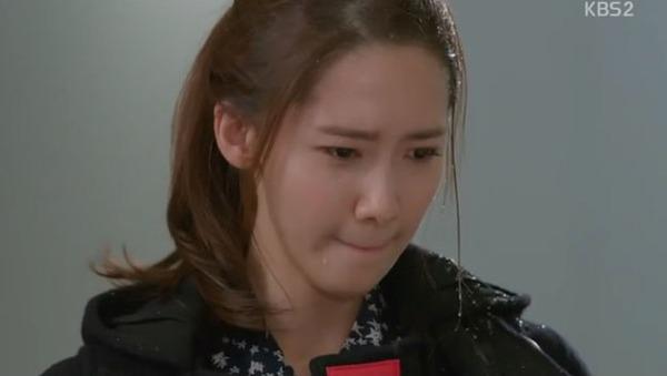Da Jung (Yoona) bị tạt nước ướt nhẹp 2