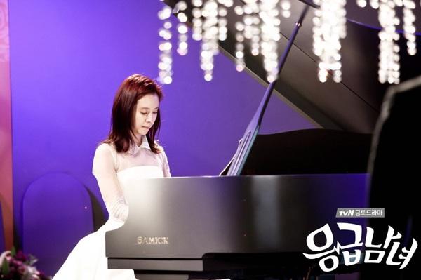 Song Ji Hyo đẹp dịu dàng bên phím đàn 1