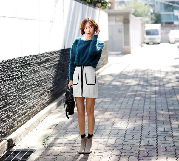 Xinh xắn ngày giao mùa với những cách mix áo len cổ tròn trendy 15
