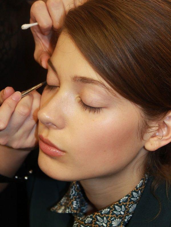 Làm đẹp Q&A: Kẻ eyeliner tự nhiên cho mắt sắc và mắt mí sụp, bé 3