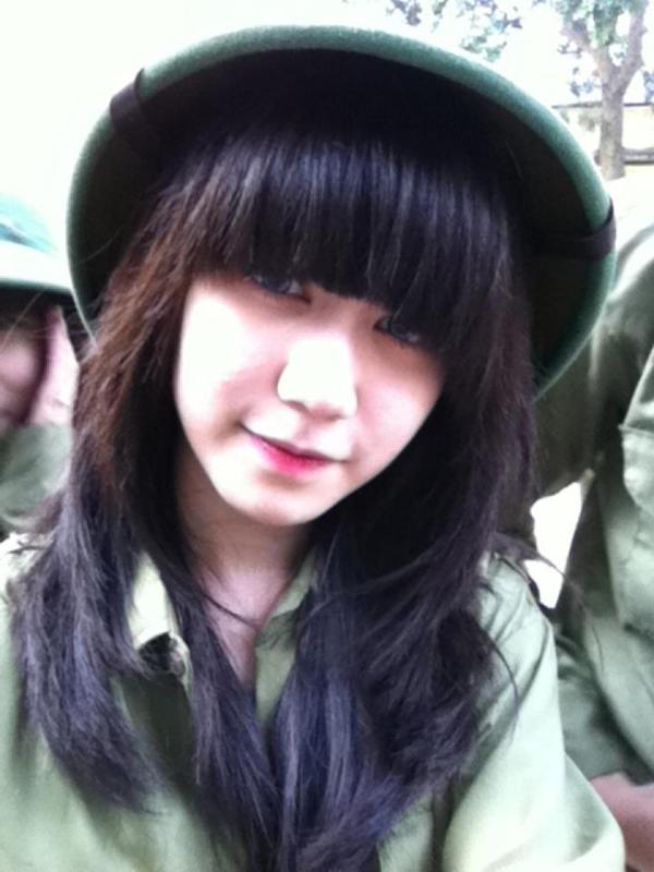 Ngỡ ngàng hot girl Việt giản dị mà cực dễ thương khi mặc quân phục 15