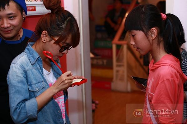 Chi Pu, Sa Lim, Quỳnh Anh Shyn thân thiết trong buổi offline của St.319 8