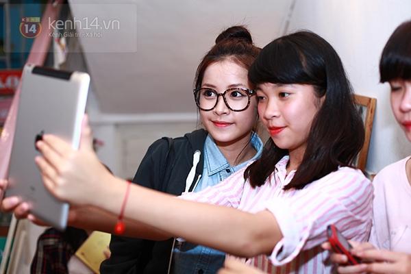 Chi Pu, Sa Lim, Quỳnh Anh Shyn thân thiết trong buổi offline của St.319 15