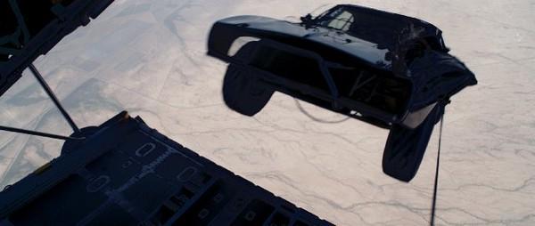 """Siêu xe và quái xế """"Furious 7"""" bay nhảy giữa không trung 1"""