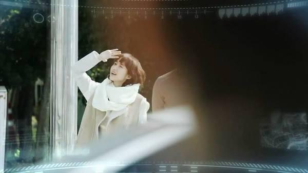 Park Min Young chạy tung tăng dưới nắng 1