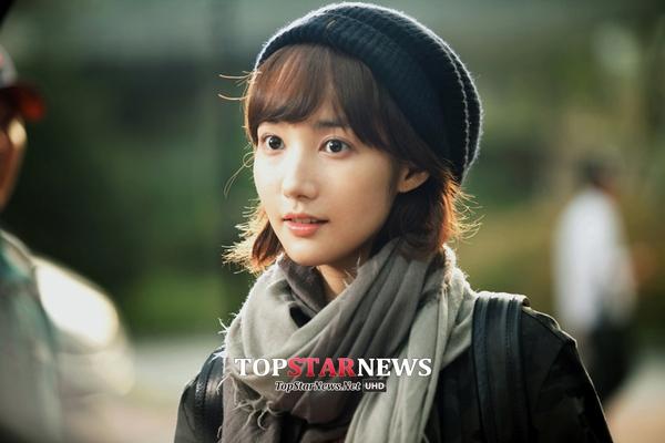 Park Min Young chạy tung tăng dưới nắng 2