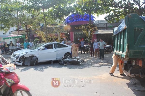 TP.HCM: Xế hộp bẹp đầu sau tai nạn liên hoàn, một cô gái trọng thương 2