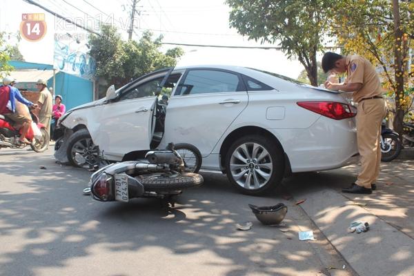 TP.HCM: Xế hộp bẹp đầu sau tai nạn liên hoàn, một cô gái trọng thương 3
