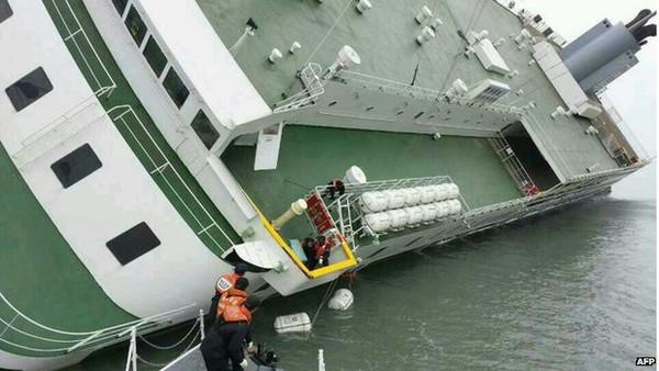 Tìm thấy thêm 1 thi thể nạn nhân 6 tháng sau vụ chìm phà Sewol 1