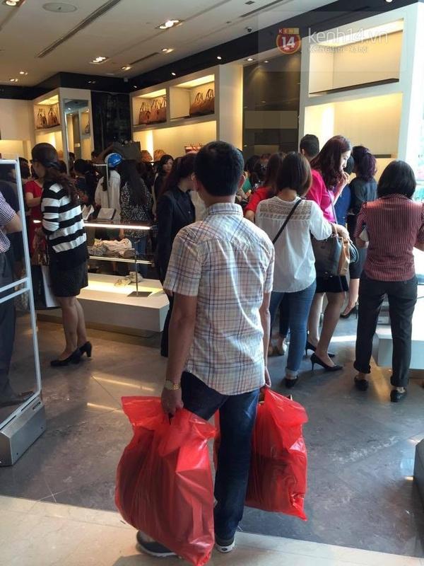 """Nhiều gian hàng trống trơn ngay sau buổi sáng giảm giá """"khủng"""" trong Black Friday 1"""