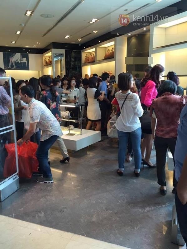 """Nhiều gian hàng trống trơn ngay sau buổi sáng giảm giá """"khủng"""" trong Black Friday 2"""