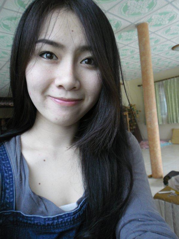 Dùng kem trộn không rõ nguồn gốc, cô gái xinh đẹp Thái Lan mọc mụn chi chít 1