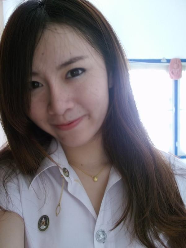 Dùng kem trộn không rõ nguồn gốc, cô gái xinh đẹp Thái Lan mọc mụn chi chít 2