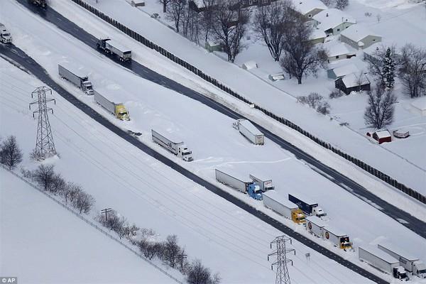 Chùm ảnh nước Mỹ đóng băng trong lớp tuyết dày không tưởng 7