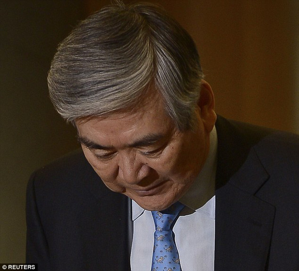 Con gái sếp Korean Air đến nhà xin lỗi tiếp viên bị đuổi 2