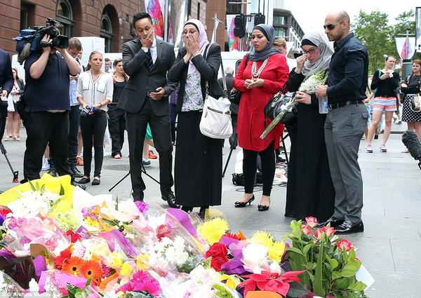 Quản lý quán cafe Lindt được phong anh hùng sau khi thiệt mạng do giằng súng của kẻ bắt cóc 5