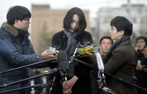 Con gái sếp Korean Air đến nhà xin lỗi tiếp viên bị đuổi 1