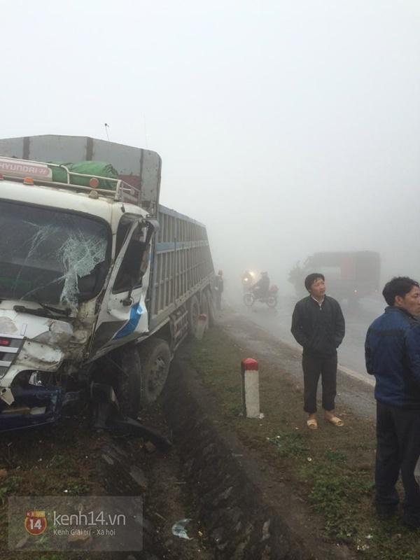 Cảnh báo nguy hiểm do sương mù dày đặc khi du khách kéo lên Mộc Châu ngắm hoa 4
