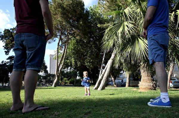 Chùm ảnh: Cuộc sống hạnh phúc của các cặp đồng tính bên con cái 9