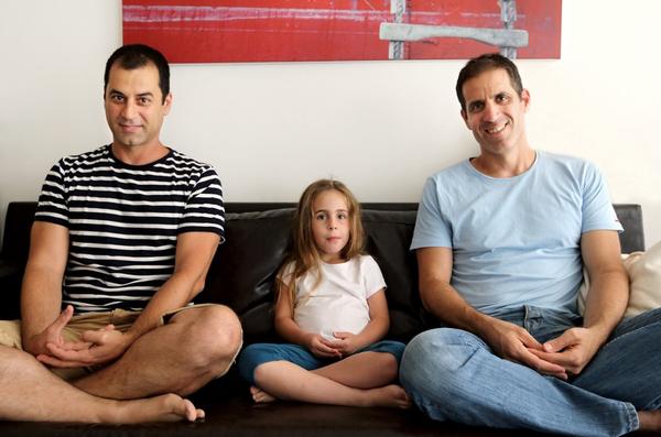 Chùm ảnh: Cuộc sống hạnh phúc của các cặp đồng tính bên con cái 15