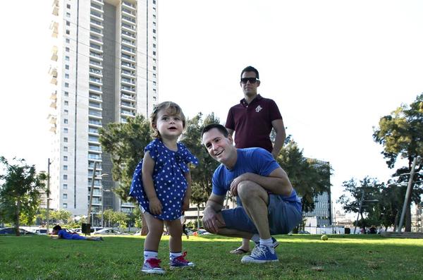Chùm ảnh: Cuộc sống hạnh phúc của các cặp đồng tính bên con cái 10