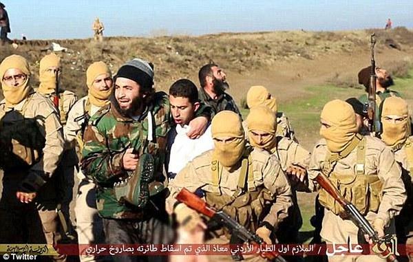 IS gây shock khi tung video thiêu sống phi công người Jordan 1