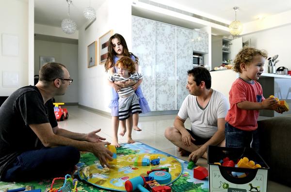 Chùm ảnh: Cuộc sống hạnh phúc của các cặp đồng tính bên con cái 18