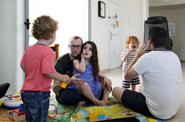 Chùm ảnh: Cuộc sống hạnh phúc của các cặp đồng tính bên con cái 19