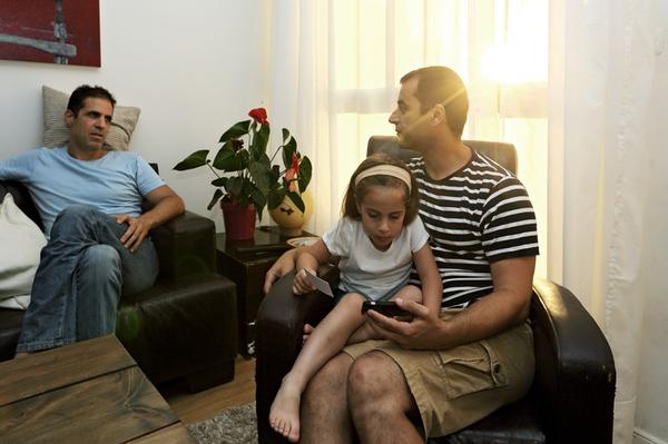 Chùm ảnh: Cuộc sống hạnh phúc của các cặp đồng tính bên con cái 17