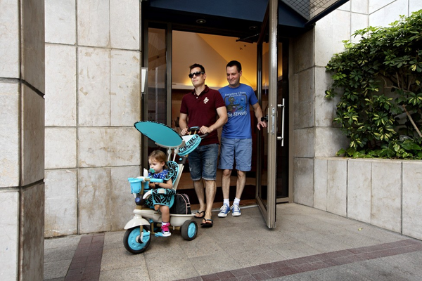 Chùm ảnh: Cuộc sống hạnh phúc của các cặp đồng tính bên con cái 8
