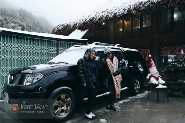 Chùm ảnh: Du khách thích thú chụp ảnh cùng tuyết trắng ở Sa Pa 12