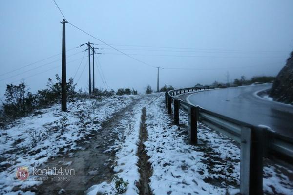 Chùm ảnh: Du khách thích thú chụp ảnh cùng tuyết trắng ở Sa Pa 7